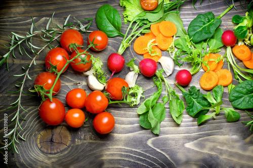 Zdjęcia na płótnie, fototapety na wymiar, obrazy na ścianę : Healthy diet (eating) - fresh organic vegetables