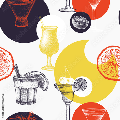 Vector pattern with vintage alcoholic cocktails sketch. Ink hand drawn drinks and ingredients background for bar or restaurant menu - 102121068