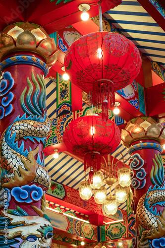 Fototapeta Chinesischer Tempel mit roten Lampions