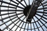 Szklany dach w nowoczesnej architekturze. - 102627693