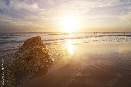 Puesta de sol en las playas españolas durante las vacaciones de verano