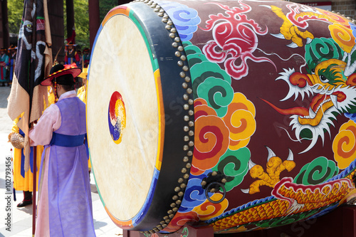 Staande foto Seoel Seoul, South Korea, traditional changing of the royal guard drum