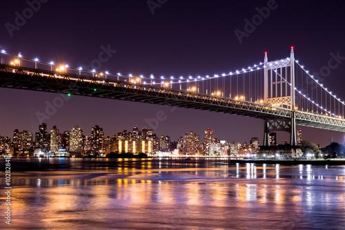 Obraz na Plexi Beautiful night view of New York City and the 59th Street Ed Koch Bridge looking across to Manhattan.