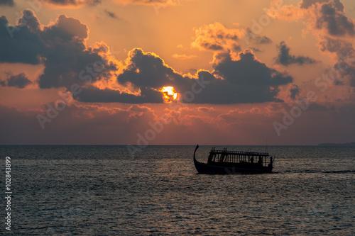 Papiers peints Orange eclat golden sunset in maldives with donhi
