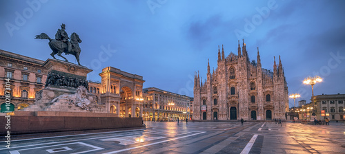 In de dag Milan Milan, Italy: Piazza del Duomo, Cathedral Square in the sunrise