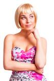 attraktive junge blonde grübelnde Frau