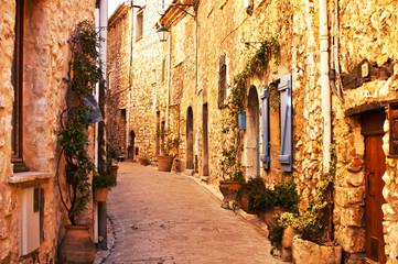 Ruelle de vieux village en pierres  © EF-EL