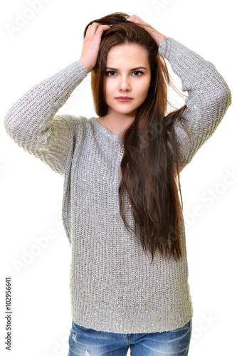 Une belle brune aux cheveux longs se fait baiser dans le