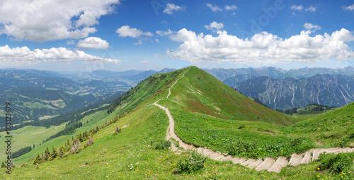 mata magnetyczna Wanderweg in den Allgäuer Alpen auf dem Fellhorn-Grat vom Fellhorn in Richtung Söllereck