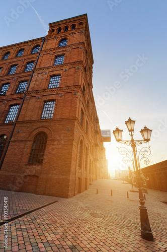 Zdjęcia na płótnie, fototapety na wymiar, obrazy na ścianę : Manufacturing buildings transformed into place for shopping on t