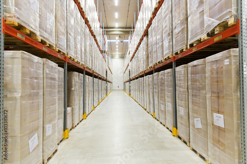 Staande foto Industrial geb. cargo boxes storing at warehouse shelves