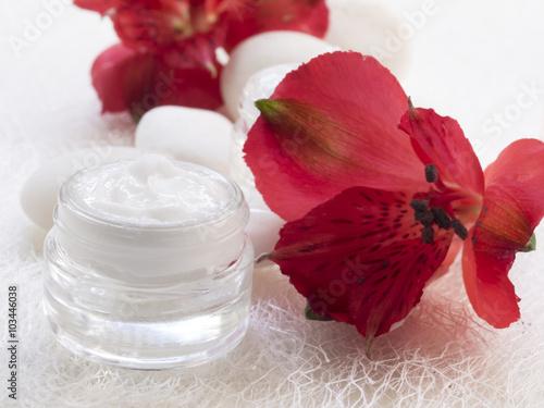 Obraz na Szkle facial cream, cosmetics, fresh as flowers