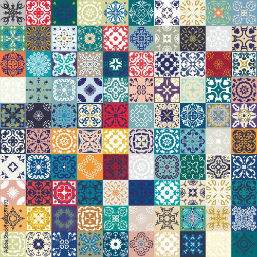 przepiekny-kwiatowy-wzor-patchwork-kolorowe-marokanskie-lub-srodziemnomorskie-kwadratowe-plytki-ornamenty-plemienne-do-drukowania-tapet-wypelnien-deseniem-tla-sieci-tekstur-powierzchni-indigo-niebiesko-biala-turkusowa