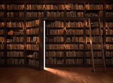 Sekretne drzwi w regale. Tajemnicza biblioteka z oświetlenia świec. Z rocznika rzeczy.