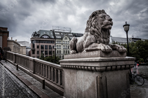 Plagát, Obraz Lion statue near the Parliament of Norway in Oslo