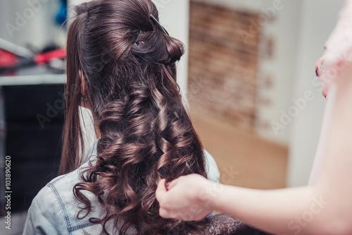 wrap curling hair in a beauty salon Slika na platnu