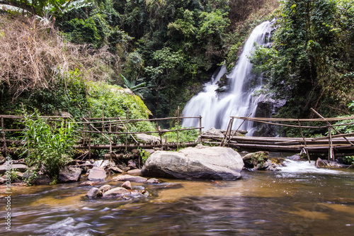 Tuinposter Bos rivier Pha Dok Sie Waterfall in Doi Inthanon national park, Chiangmai T