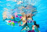 Fototapety girls in swimming pool