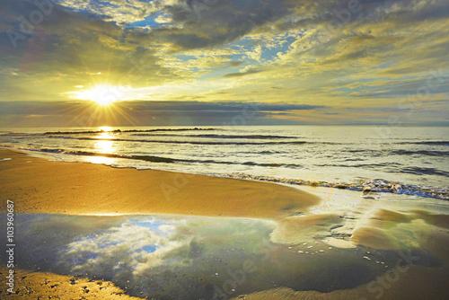 Poster Camargue, alba sulla spiaggia