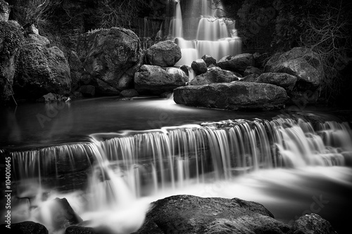 Widok na wodospad Fervença w pobliżu Sintra, Portugalia