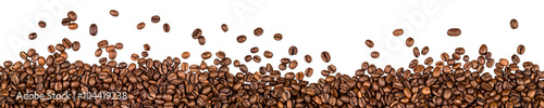 mata magnetyczna coffee beans isolated on white background