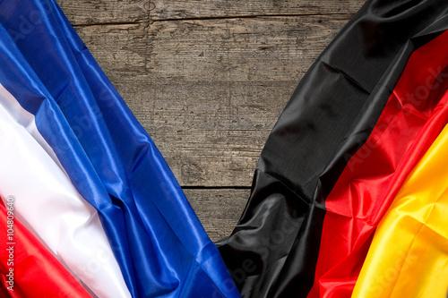 Frankreich und Deutschland Flagge auf Holz Poster