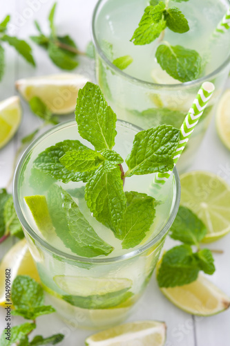 Summer drink. Fresh mojito with lime and mint. Blue background Obraz na płótnie