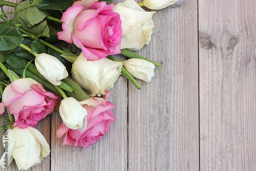 Zdjęcia na płótnie, fototapety, obrazy : White and pink roses and white tulips on a platform.