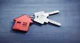 Haus-Schlüssel auf grauem Untergrund