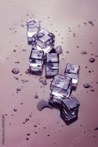 topienie-kostek-lodu