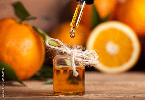 Leinwanddruck Bild Orange Essential Oil