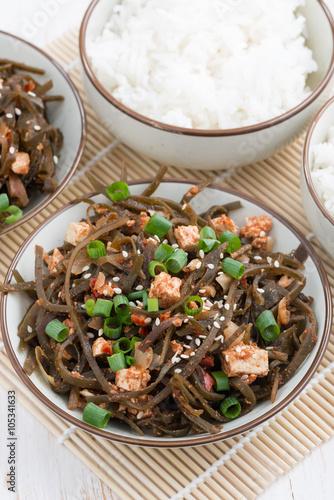 """warm sea cabbage salad with fried tofu, vertical"""" Imagens e fotos de ..."""
