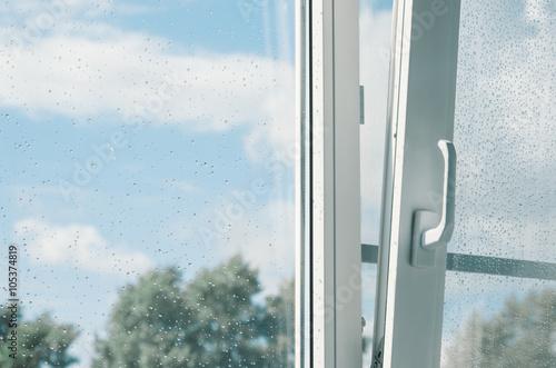Regentropfen an dem fenster poster sold at europosters for Fenster 60x40