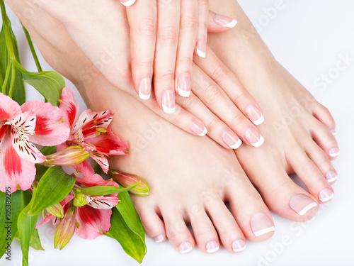 Obraz na Szkle female feet at spa salon on pedicure and manicure procedure