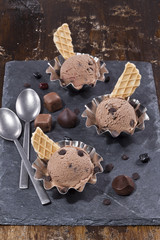 Chocolate ice creams in the muffin cups.