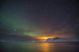 Nordlichter am Nachthimmel über Island