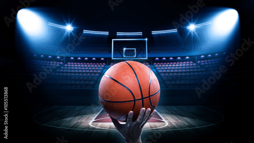 Plexiglas Basketbal Basketball arena with player