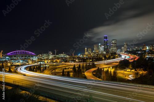Foto op Aluminium Nacht snelweg A classic view of downtown Seattle city skyline at dusk.
