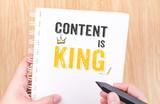 obsah je král práce na bílém kroužkového pořadače notebook s ručním hol