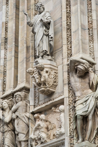Foto op Canvas Milan Details of the ornate marble facade at Milan Cathedral