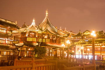 Chinese traditional Yuyuan Garden building scenery in night illumination, Shanghai © romas_ph