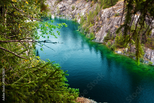 Tuinposter Edelsteen Marble quarry flooded in past in Karelia