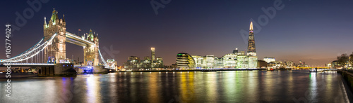 Panorama von der Tower Bridge bis zum Shard in London - 105774024