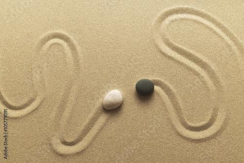 Foto op Canvas Zen Zen Begegnung als Bild aus Sand Kieselsteinen und Spur