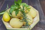 Patatas cocidas, listas para aliñar, como patatas aliñadas con aceite vinagre un poco de romero y sal ,comida sana y muy rica .