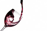 Bicchiere di vino riempito con schizzi