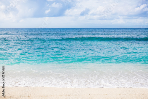 Ocean and beach in the tropics - 105961668
