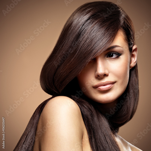 Fototapeta Beautiful young woman with long straight brown hair.