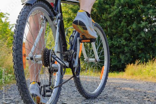 Poster Mann tritt in die Pedale eines Fahrrads