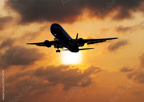 Foto op Canvas UFO Silhouette airplane with the sun